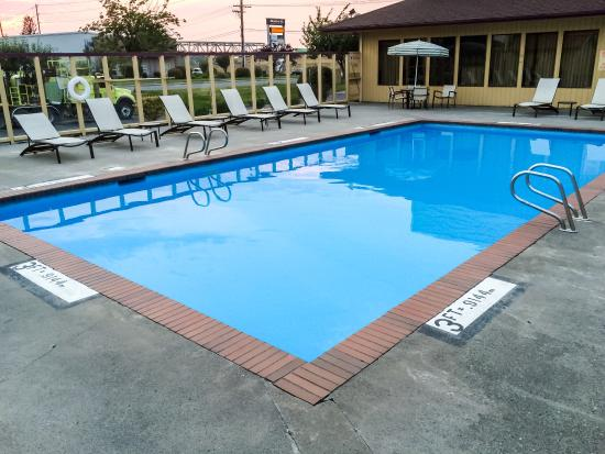 Mount Vernon, WA: Outdoor Pool