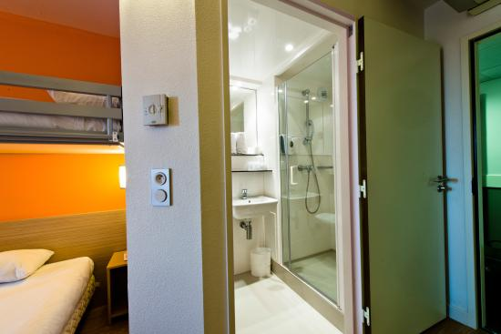 Premiere classe bourg en bresse montagnat hotel france for Salle de bain bourg en bresse