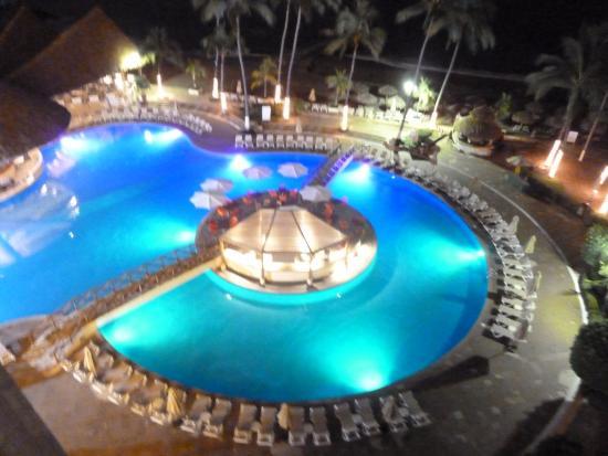 Sunscape Puerto Vallarta Resort & Spa: la alberca y el bar