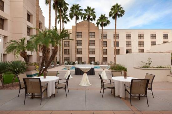 Chandler Southgate Hotel: Poolside events . . .