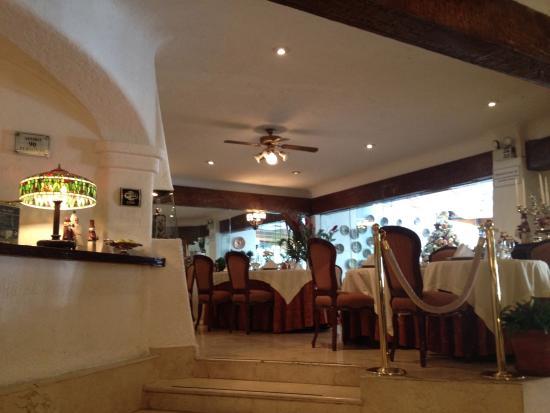 Antara Hotel: Vista da recepção para o restaurante