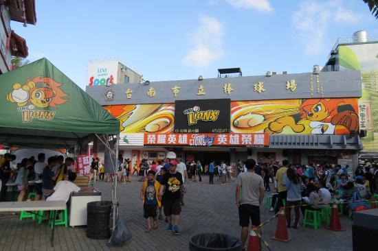 Tainan Municipal Baseball Stadium: 球場外