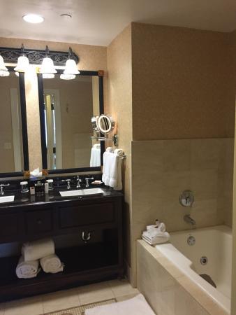 bathroom picture of the roosevelt new orleans a waldorf astoria rh tripadvisor com au