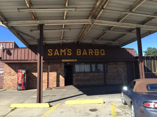 Sam's Carry Out BBQ: Don't let the appearance fool you!