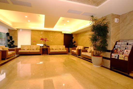 F Hotel Chiayi : 飯店大廳休息區