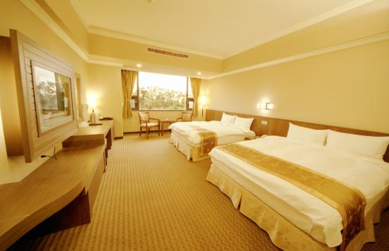 F Hotel Chiayi : 溫馨四人房