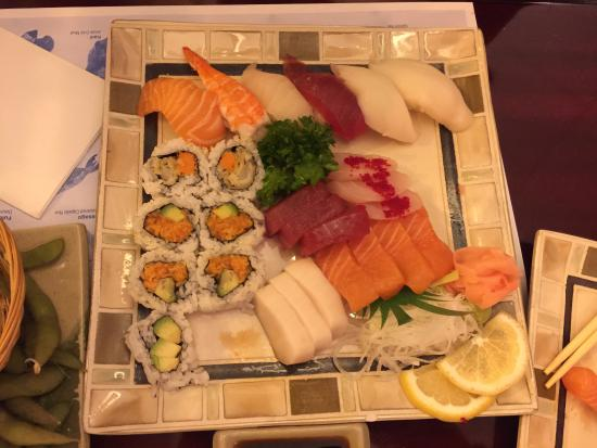 sashimi sushi bento box picture of oyshi sushi toronto tripadvisor. Black Bedroom Furniture Sets. Home Design Ideas