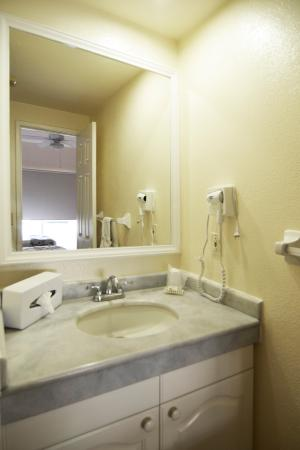 Hotel & Suites Las Palmas: Standard Bathroom