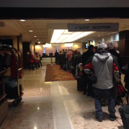 Sheraton Centre Toronto Hotel: Check in line at approx 3:30pm