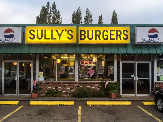 Sully's Drive-in: Sully's on a Damp Evening