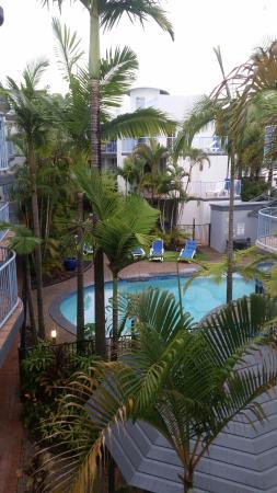 بيتشسايد مولولابا: Looking over pool area