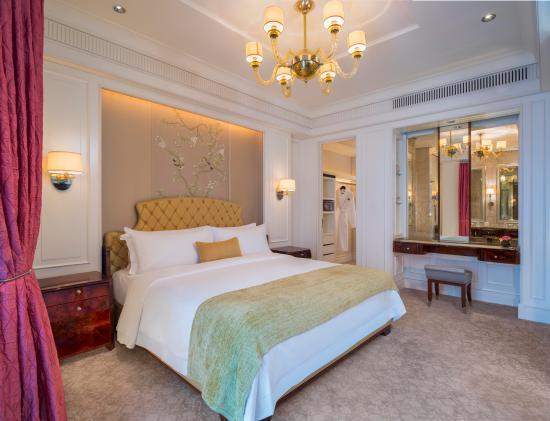 The St. Regis Singapore: Caroline Astor Suite Bedroom
