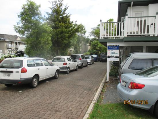 Centabay Lodge: Car parking difficulty - see review