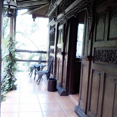 Joglo Plawang Boutique Villa: nampak indah ukiran villa