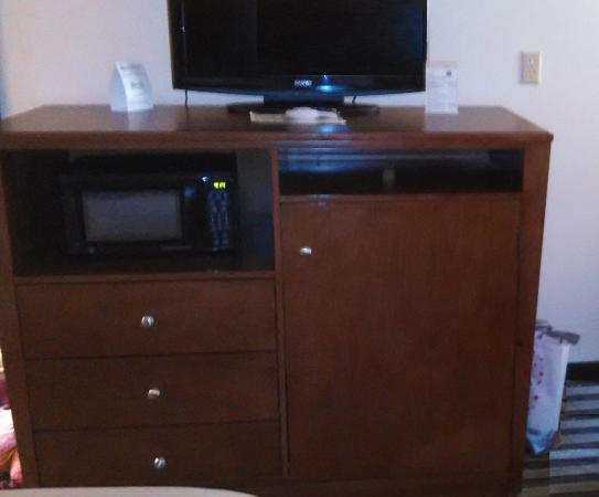 Comfort Inn Yulee: TV, Microwave, Frig and dresser all in one.