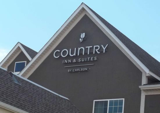 Country Inn & Suites By Carlson, Norman: Building sign at entry