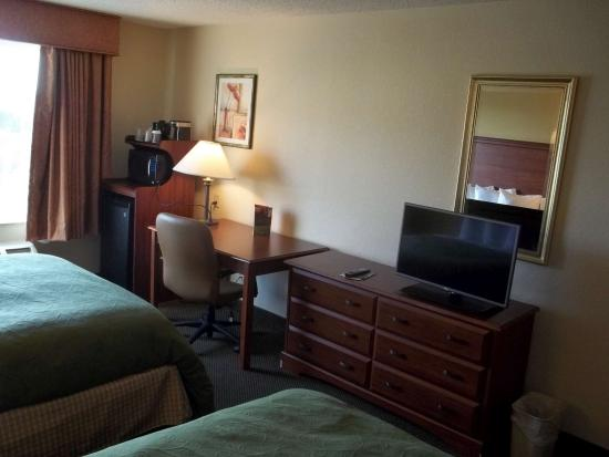 Country Inn & Suites By Carlson, Norman: Guest room view