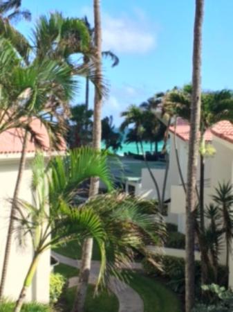 Golden Strand Ocean Villa Resort: balkondan manzara