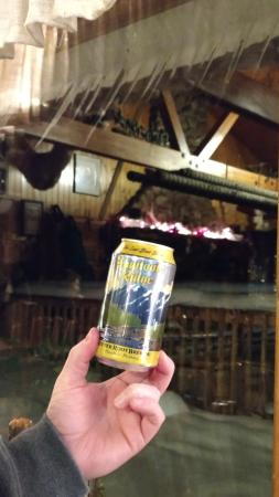 Lost Trail Hot Springs Resort: Beer and delicious pizza