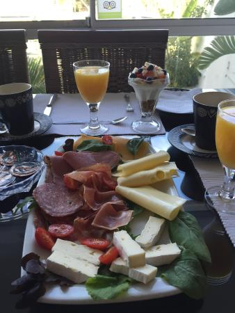 5 Options Guest House: Breakfast