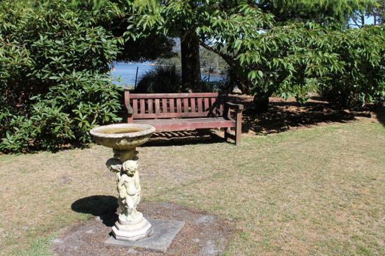 Donalea Bed & Breakfast: Quiet spot in the amazing garden.