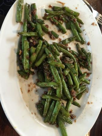 New Orleans Hotel: Garlic green beans! Not your average pub grub :)