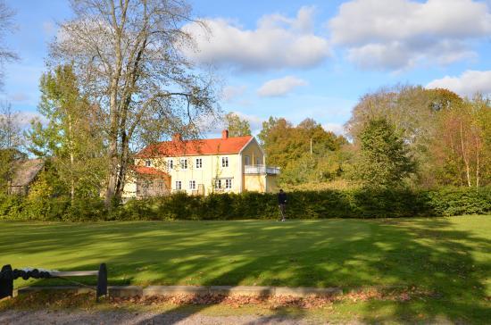 Vissefjarda, Sweden: Pensionat prästgården från övningsgreen