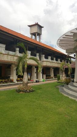 Kuta Beach Club Hotel: территория отеля