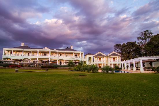 Hemingways Nairobi: Lawn view