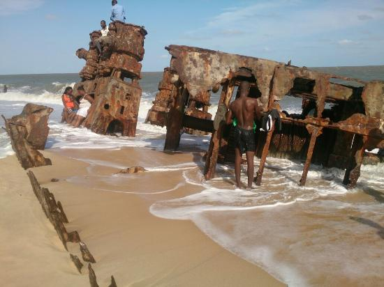 Beira, Mozambique: Lighthouse and shipwrack