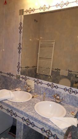 Giorgione Hotel: TA_IMG_20160113_072346_large.jpg