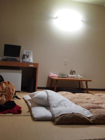 Business Hotel Baigetsu: Room w/ futon