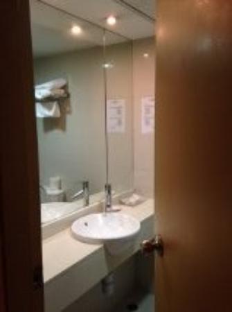 Hotel Benito: ห้องน้ำ