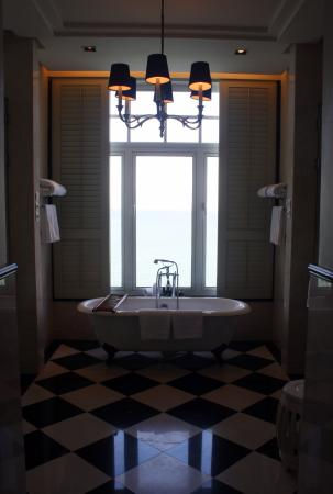 Eastern & Oriental Hotel: the bath in the bathroom.... nice view even here...