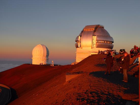 Mauna Kea Summit Adventures: Deep red glow