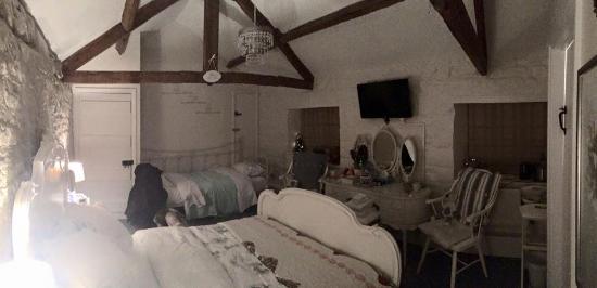 Painswick, UK: Upstairs room
