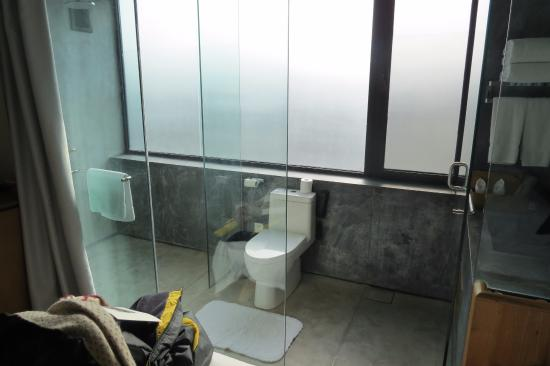 An County, China: Villa's bathroom