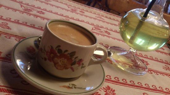 Gasthaus Sternen: Aeschi b. Spiez - Sternen - native cup and tablecloth