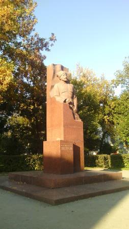 Памятник Г.К.Петрову