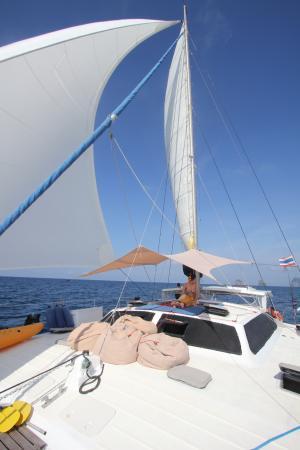 SY Nakamal Sail and Dive Charters: Beautiful sunny day
