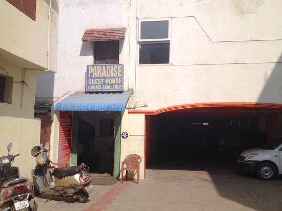 Paradise Guest House: entrance
