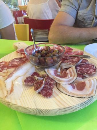 Coreglia Antelminelli, Italia: Antipasto misto di salumi per 4 persone