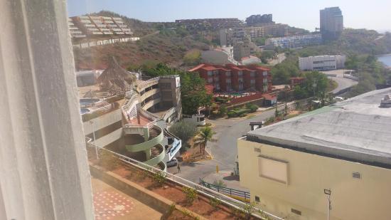 Hippocampus Vacation Club: Vista desde la Habitacion vista entrada hotel