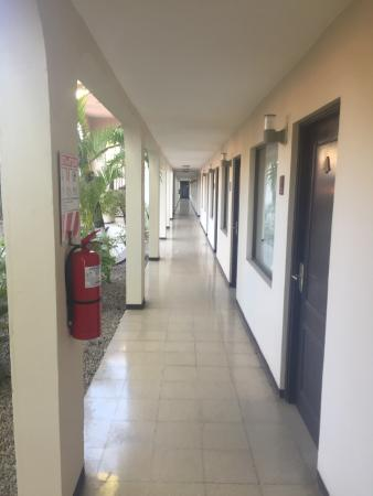 Hotel Coco Beach & Casino: hallway
