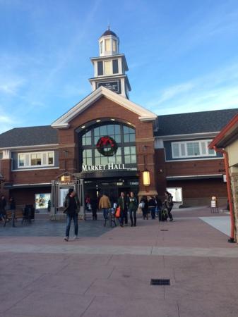 Woodbury Common Premium Outlets: ウッドベリー・コモン・プレミアム・ アウトレット