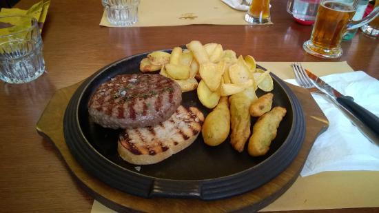 Castelletto di Momo, Italia: hamburger wagyu