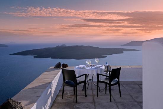 Aigialos Hotel: Dinner at Authentic Santorinià Residences terrace