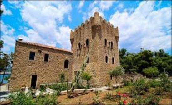 Gytheio, Greece: Tzanetakis tower, Gythio (Kranae islet)