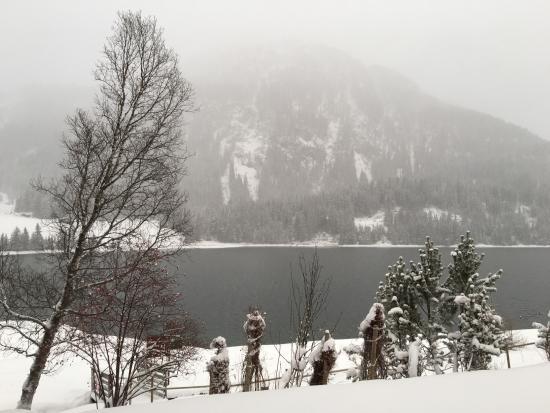 Wolfgang, Suiza: Blick aus dem Zimmer bei Schneefall (Davosersee)