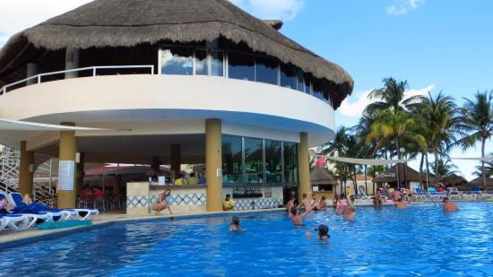 swim up bar picture of viva wyndham maya an all inclusive resort rh tripadvisor com
